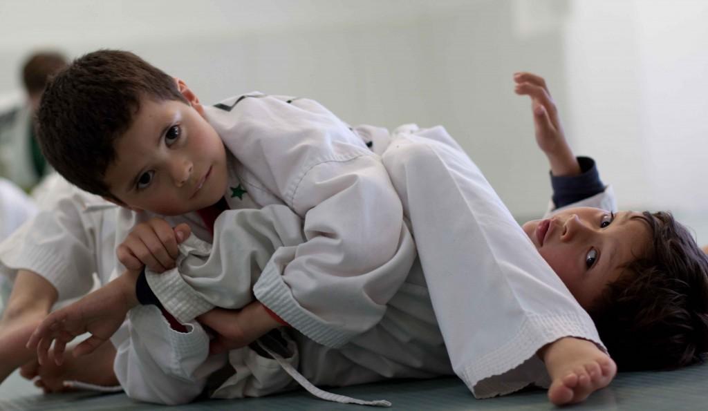 Kids BJJ voor Kinderen in Lelystad  In onze kids BJJ programma geven wij een mix van Braziliaans Jiu Jitsu, Judo, grappling en zelfverdediging.